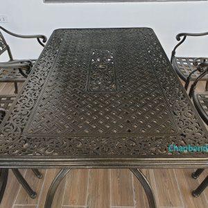 mặt bàn nhôm đúc ngoài trời với hoa văn tinh xảo